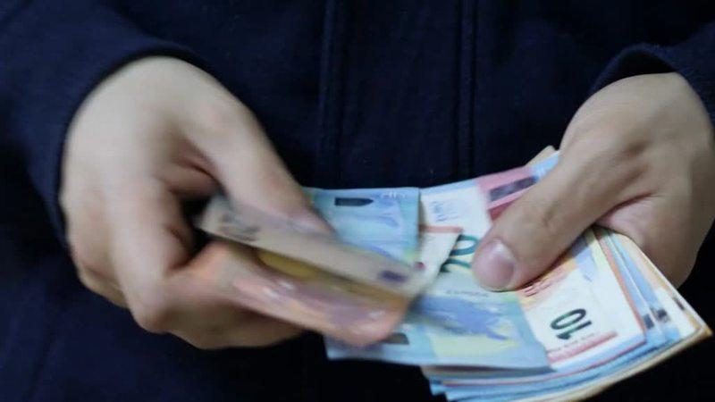 TRUFFA ANZIANO E GLI RUBA QUASI 200 MILA EURO