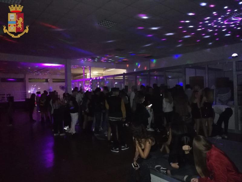 BLITZ AD HALLOWEEN, FESTA ABUSIVA PER 250 RAGAZZINI