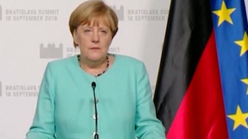 GERMANIA: CROLLO DELL'SPD E SCHIAFFO ALLA MERKEL
