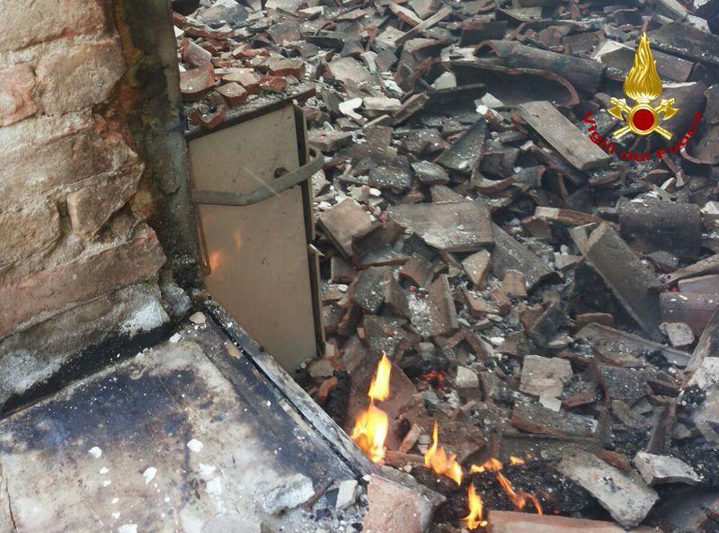incendio-in-casa-colonica