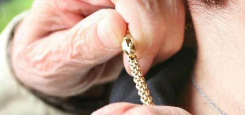 morde-il-ladro-e-sventa-il-furto-ha-83-anni