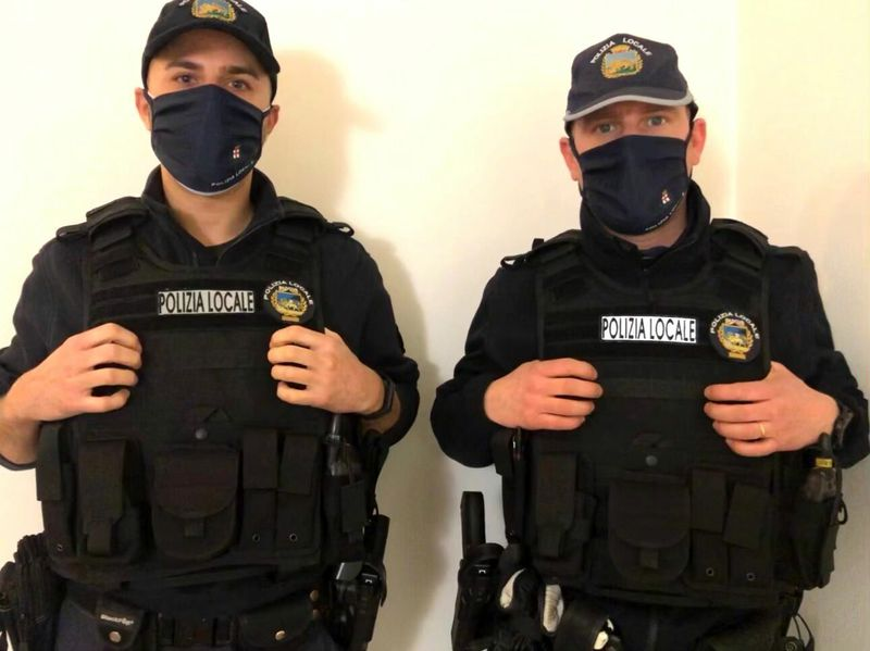 NUOVI GILET PER TUTELARE GLI AGENTI DI POLIZIA