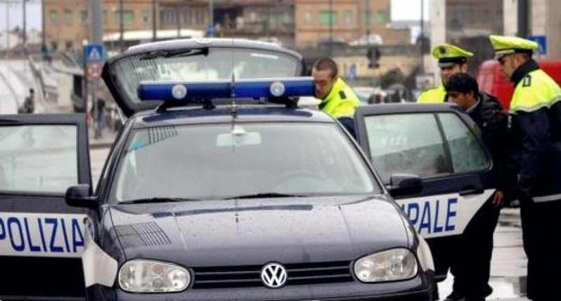 POLIZIA LOCALE: FERMATE 32 PERSONE, UN TUNISINO CON SCABBIA