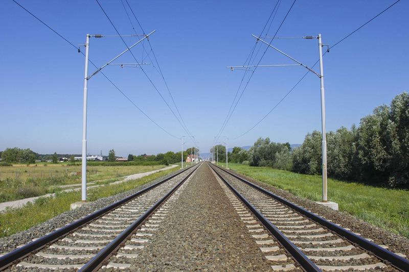 si-getta-sotto-il-treno-donna-suicida-a-battaglia