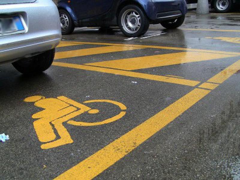 usa-il-contrassegno-disabili-del-padre-deceduto
