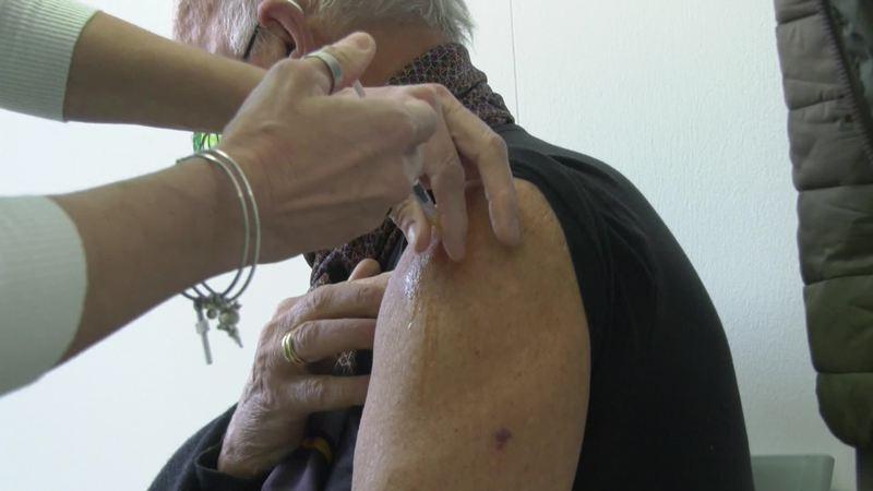 la-visita-del-sindaco-ciriani-nella-sede-vaccinale