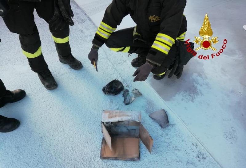 pacco-a-fuoco-e-paura-al-centro-postale-di-padova