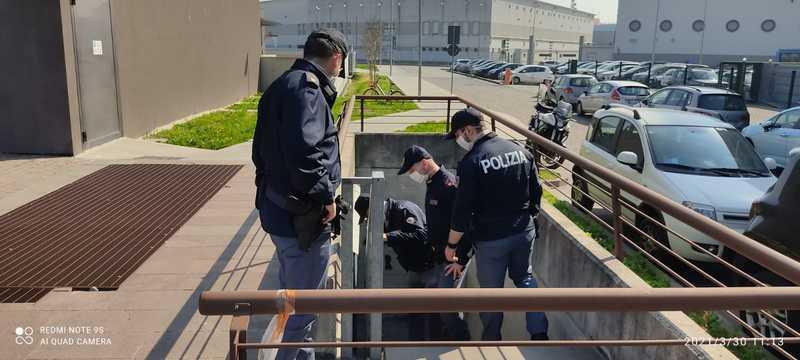 SPACCIO IN VIALE DELLA PACE, BLITZ DELLA POLIZIA