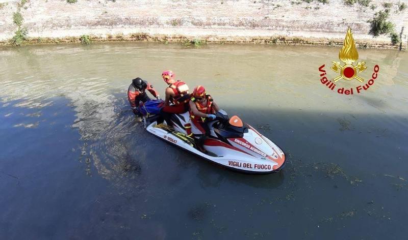 Cadavere donna anziana recuperato nel canale Battaglia