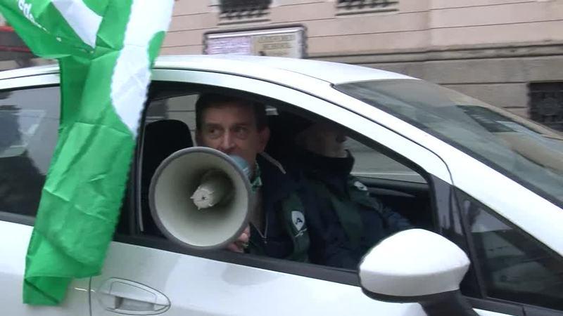"""AGRICOLTORI E ALLEVATORI """"DIFENDIAMO IL LATTE ITALIANO""""."""