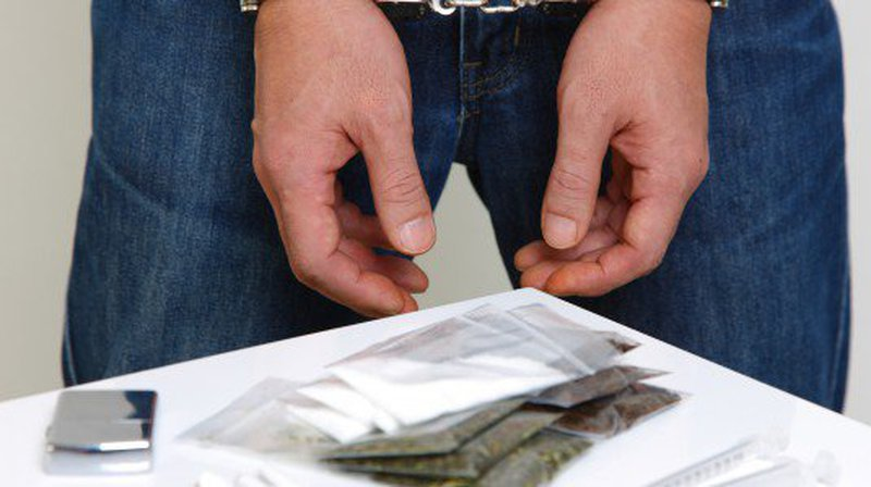 DROGA: POLIZIA SGOMINA BANDA DI CORRIERI