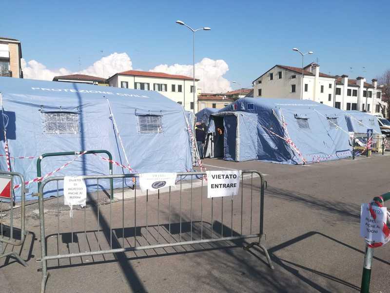 emergenza-covid-19-undici-nuove-tende-in-ospedale
