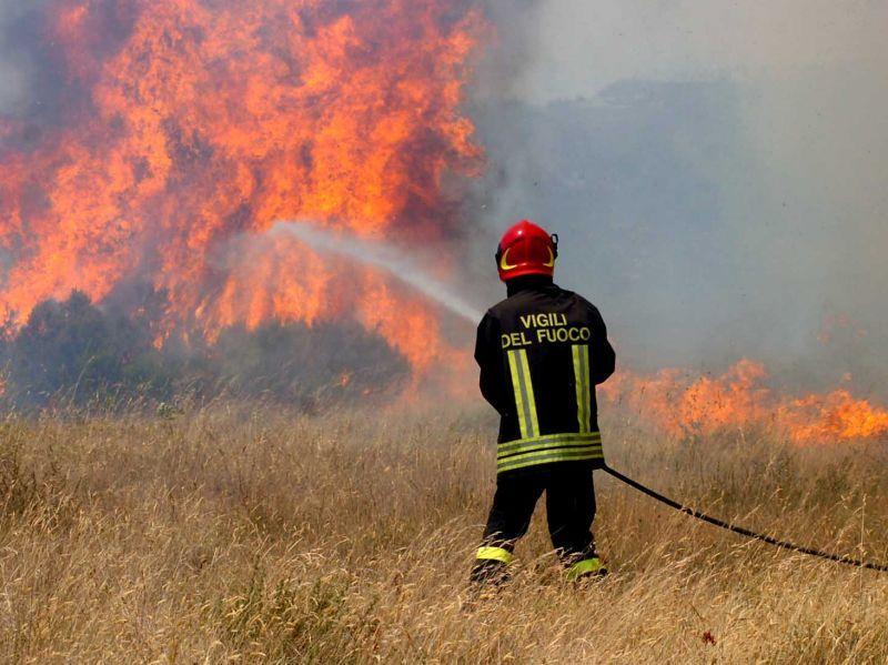 incendio-a-correzzola-capannone-distrutto