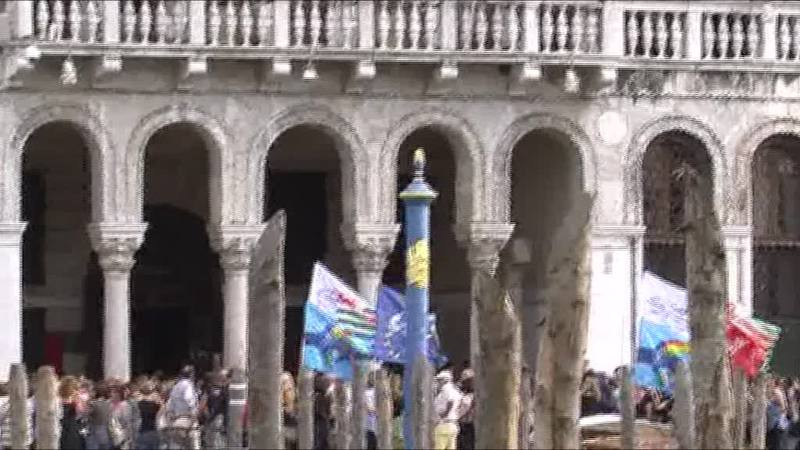 LA PROTESTA DEI DIPENDENTI COMUNALI A CA' FARSETTI