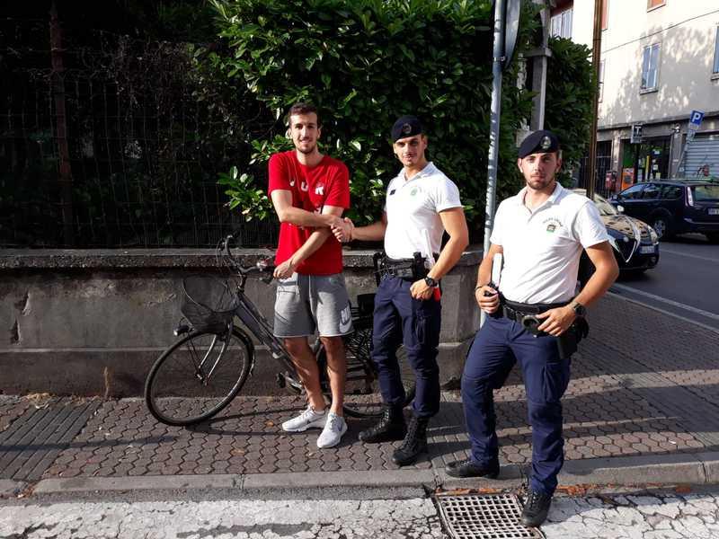 LADRO DI BICICLETTA BLOCCATO DALLA POLIZIA LOCALE