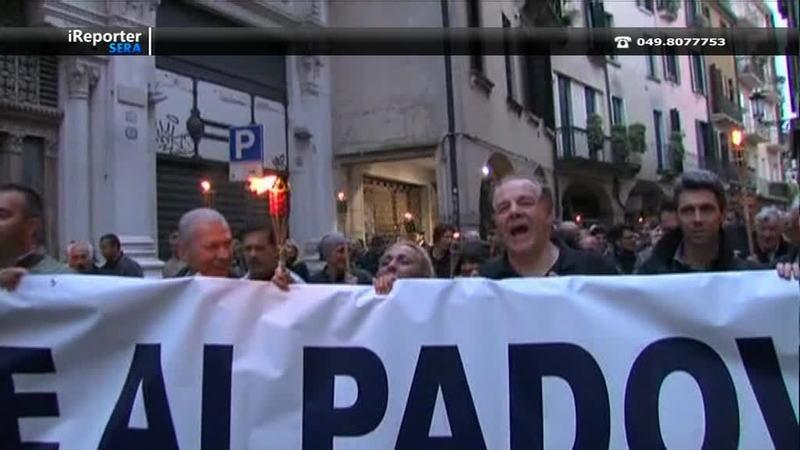 PADOVA: FIACCOLATA SILENZIOSA E PROTESTE