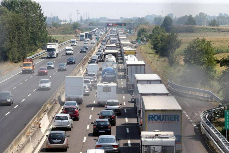 settembre-ritornano-i-camion-sulle-autostrade