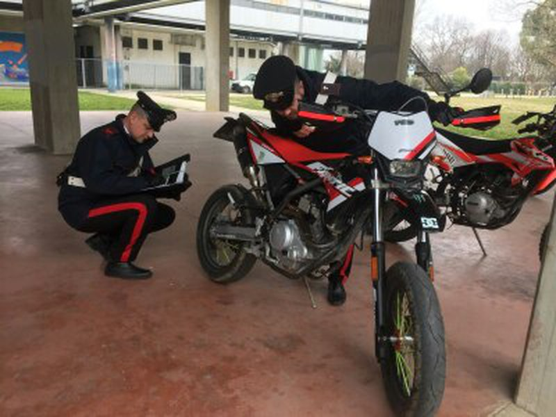SGOMINATA BABY GANG ESPERTA IN FURTI DI SCOOTER