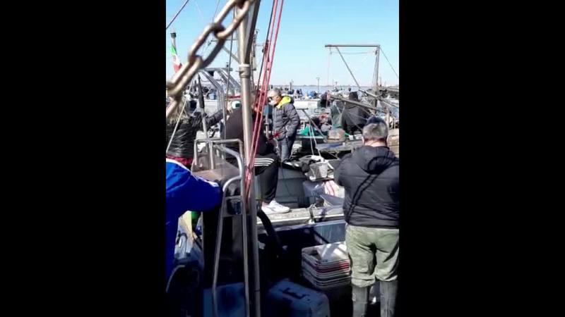 LA PROTESTA DEI PESCATORI RAGGIUNGE L'OBIETTIVO