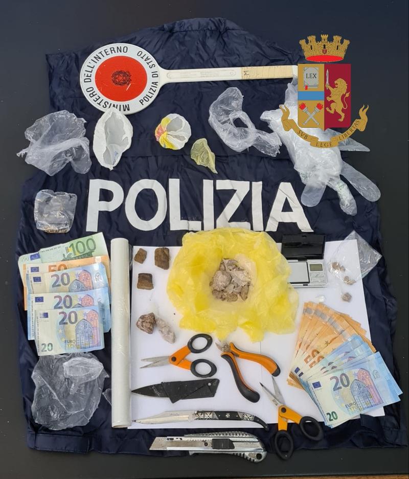 confezionavano-droga-in-macchina-arrestati