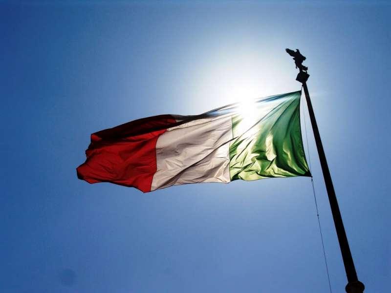ITALIA 150:PROF CON COCCORDA TRICOLORE AD EVENTO UNIVERSITA'