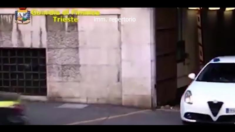 SEQUESTRATI A TRIESTE 600 MILA ACCENDINI