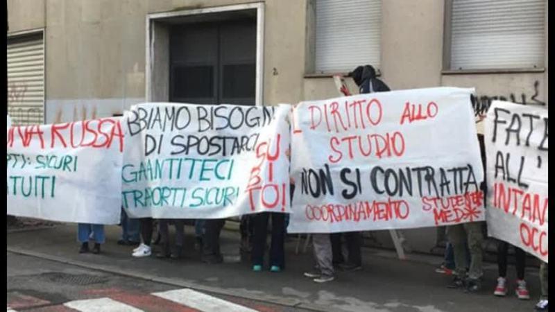 STUDENTI IN PROTESTA PER IL MANCATO RIENTRO IN AULA