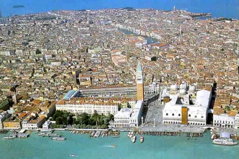 turismo-venezia-tassa-soggiorno-vale-8-entrate-tributarie