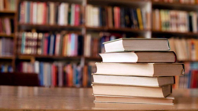 ruba-13-volumi-in-libreria-denunciato