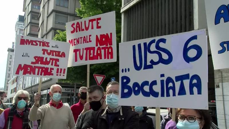 SALUTE MENTALE, FAMIGLIE IN PROTESTA ALL'ULSS 6