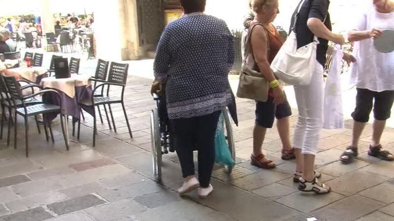 BADANTE VIOLENTA PICCHIA L'ANZIANA, ARRESTATA