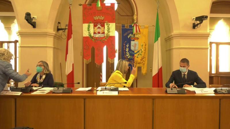 PORDENONE: CONSIGLIO COMUNALE IN AULA